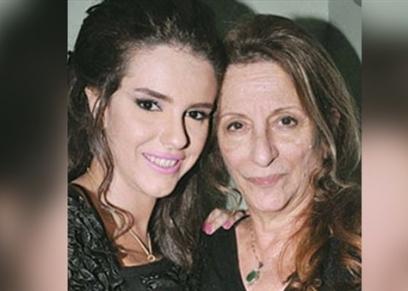 دنيا عبد العزيز تحتفل بعيد ميلاد والدتها الراحلة