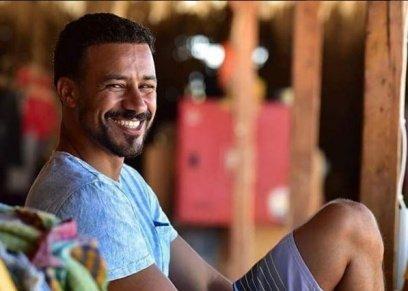 بالفيديو| الممثل أحمد داوود يشارك في مسابقة عمرو دياب: مستني أكسب جايزة أحسن فيديو عشان الجوازة التانية