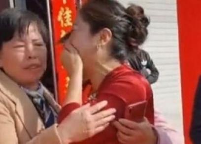 سيدة تقنع جدتها على مدار 13 عام أن ابنتها على قيد الحياة