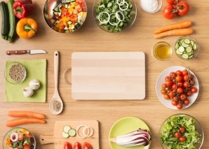 6 أطعمة يجب تناولها نيئة للحماية من الأمراض التي تهدد الجسم
