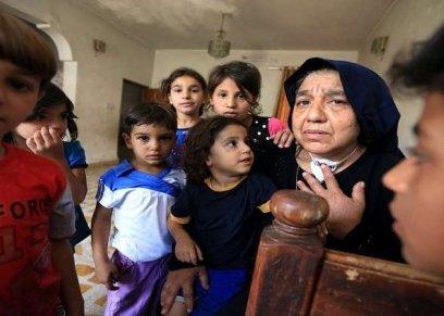جدة عراقيه تعول 22 حفيد بعد قتل داعش لاباءهم