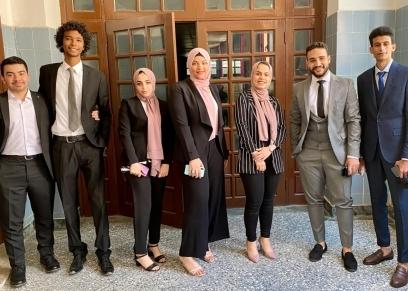 طلاب وطالبات كلية الإعلام