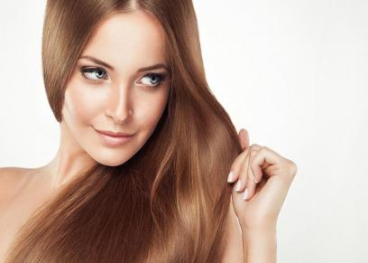 بعيدًا عن مستحضرات التجميل.. طرق طبيعية للحصول على شعر لامع وناعم