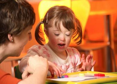 كيف تربي الطفل المعاق ذهنيا على طريقة