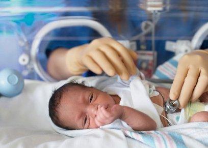 عمرو حسن يوضح أسباب ولادة الطفل المبتسر