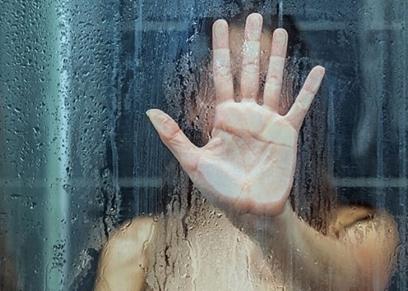 الاستحمام تحت درجة مياة ساخنة للغاية