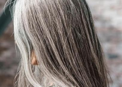 أطعمة تساعد على إبطاء تحول لون الشعر إلى الرمادي