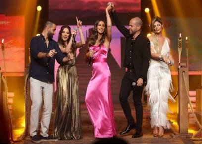 أنابيلا هلال وأبو وبعض المشاهير على المسرح