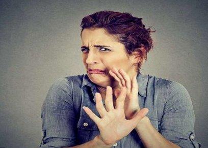 دراسة تحدد أيهما أكثر اشئمزاز النساء أم الرجال