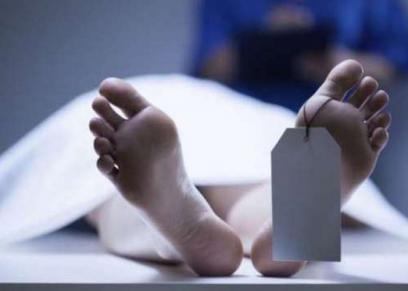 شقيقتان احتفظا بجثة والدهما