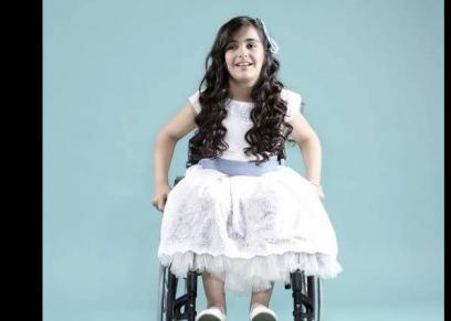 علا عبدالله طفلة من متحدى الإعاقة