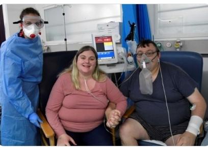 عروسان يعلنان زواجهما في مستشفى العزل