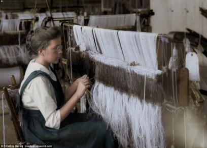 """""""الديلى ميل"""" تعيد نشر صور من القرن العشرين لاطفال اجبرو على العمل الشاق بالالوان"""