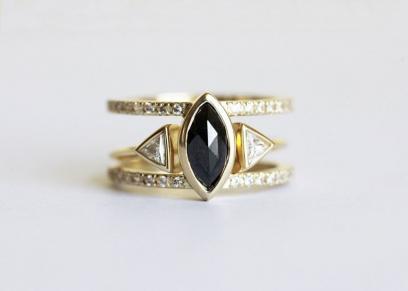 خاتم ذو فص أسود