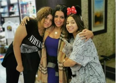 رانيا يوسف مع ابنتيها