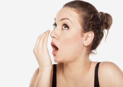 طرق مختلفه للتخلص من رائحه البصل في الفم