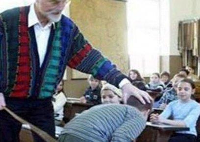 معلم يعتدى بالضرب على طالب
