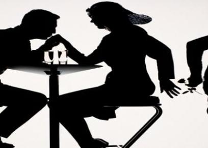 زوج اكتشف خيانة زوجته مع خطيب ابنته