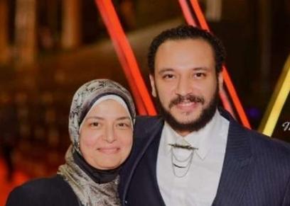 الفنان أحمد خالد صالح ووالدته الراحلة