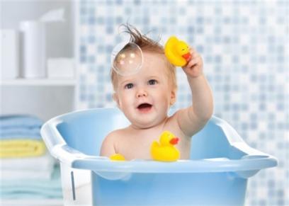 نصائح عند استحمام الطفل في الشتاء