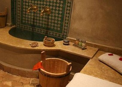 كاميرات سرية تصوّر النساء عاريات داخل حمام شعبي بالمغرب