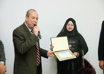 محافظ كفرالشيخ يكرم العمدة نرمين زرد عمدة قرية الحلافي