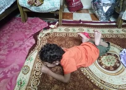 محمد طفل مصاب بضمور في المخ