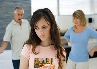 هل يجوز الأب والأم العيش في منزل واحد مع الأبناء بعد الطلاق؟