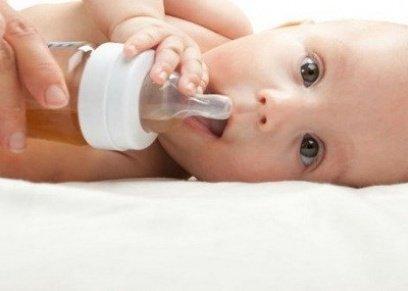 الرضاعة الطبيعية لا تفيد الطفل وحسب