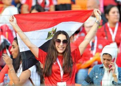 صور.. حضور نسائي في المدرجات لتشجيع منتخب مصر أمام جنوب أفريقيا