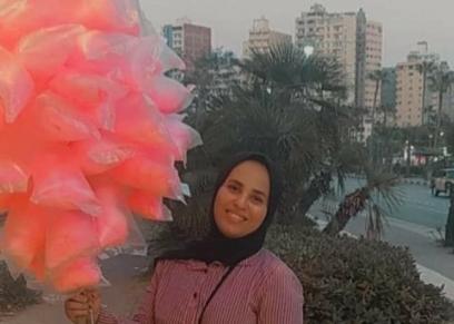 آية تبيع غزل بنات في شوارع اسكندرية