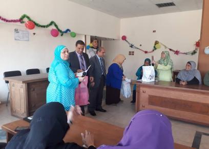 رئيس حى السيدة زينب يكرم الأمهات المثاليات