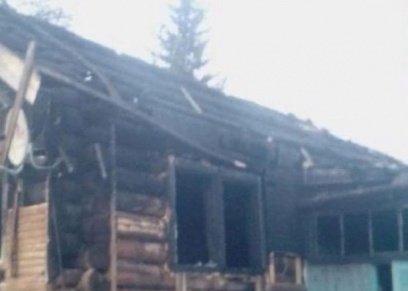 صورة أرشيفية لمنزل اشتعلت به النيران
