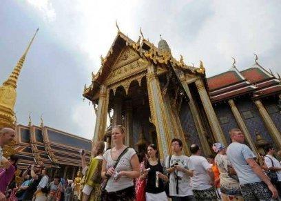 اعتقال سائحة تايلاندية بسبب تصرفها غير لائق في إحدى المعابد