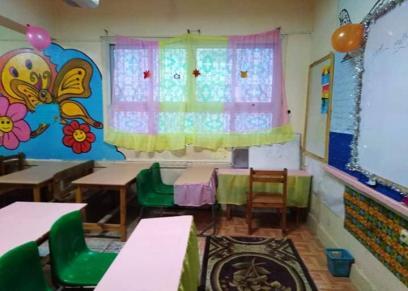 أولياء أمور مدرسة الفضالي التجريبية لغات بالإسكندرية زينوا فصول ابنائهم