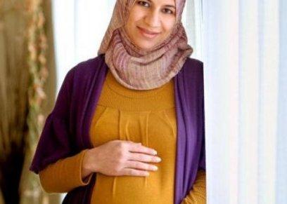 متى يصبح الصوم خطرا على الجنين اثناء فترة الحمل.. استشاري نسا وتوليد يجيب