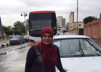 فاطمة مجاهد أول سائقة تاكسي في بورسعيد