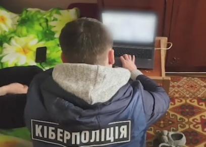 أوكرانية تغتصب طفلها وتصور فعلتها لبيع المقاطع عبر الإنترنت
