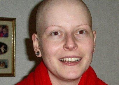 يدة تتحدى السرطان وتنجب طفلتها الأولى