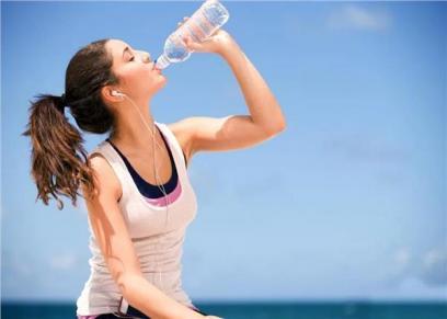 أخطاء عند شرب الماء