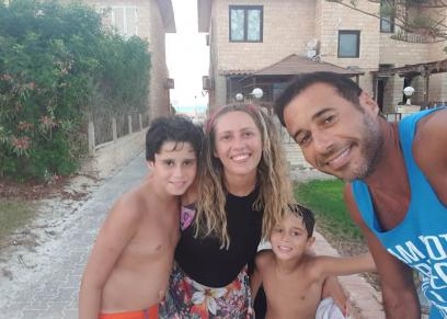 أحمد السعدني مع أسرته