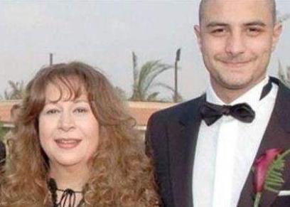 أحمد الفيشاوي ووالدته