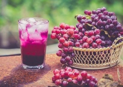 فوائد العنب في فصل الصيف