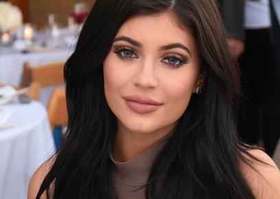 شقيقة كيم كارداشيان تتعرض لكثير من الانتقادات بسبب فرشاة تجميل