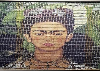 لوحة للدكتورة سامية الشيخ أستاذ النسيج بكلية التربية الفنية بحلوان