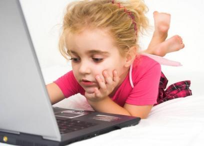 فتاة تتعرض لمحاولة التحرش بها عن طريق الرسائل الالكترونية