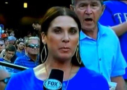 بوش الابن أثناء مروره أمام الكاميرا