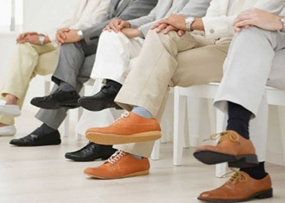 رجال خلال انتظار مقابلة عمل