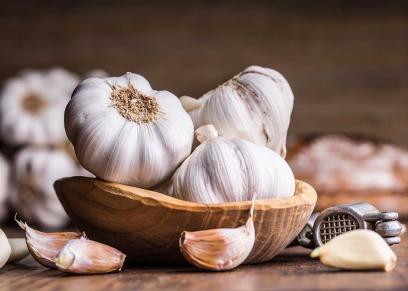 فوائد الثوم علاج نزلات البرد ويطيل العمر ويقي من القمل