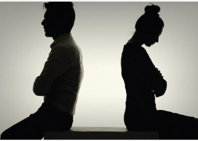 """طلاق بعد شهرين من الزواج بالفيوم والسبب """"مبيعرفش وطبيبة فضت الغشاء"""""""